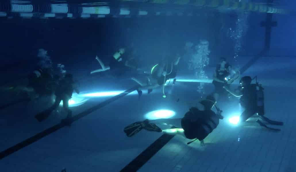 AixPlo Aix-en-Provence Plongée - Plongée piscine de nuit pour les enfants