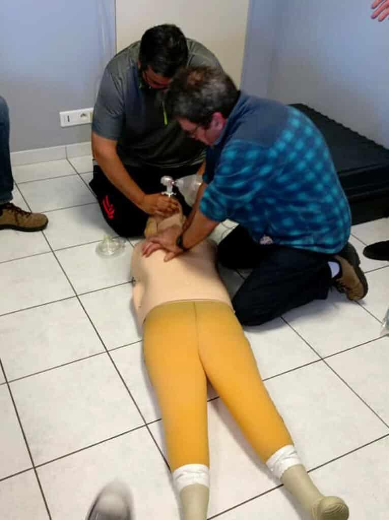 Massage cardiaque sur le mannequin, exercice RIFAP - AixPlo février 2020
