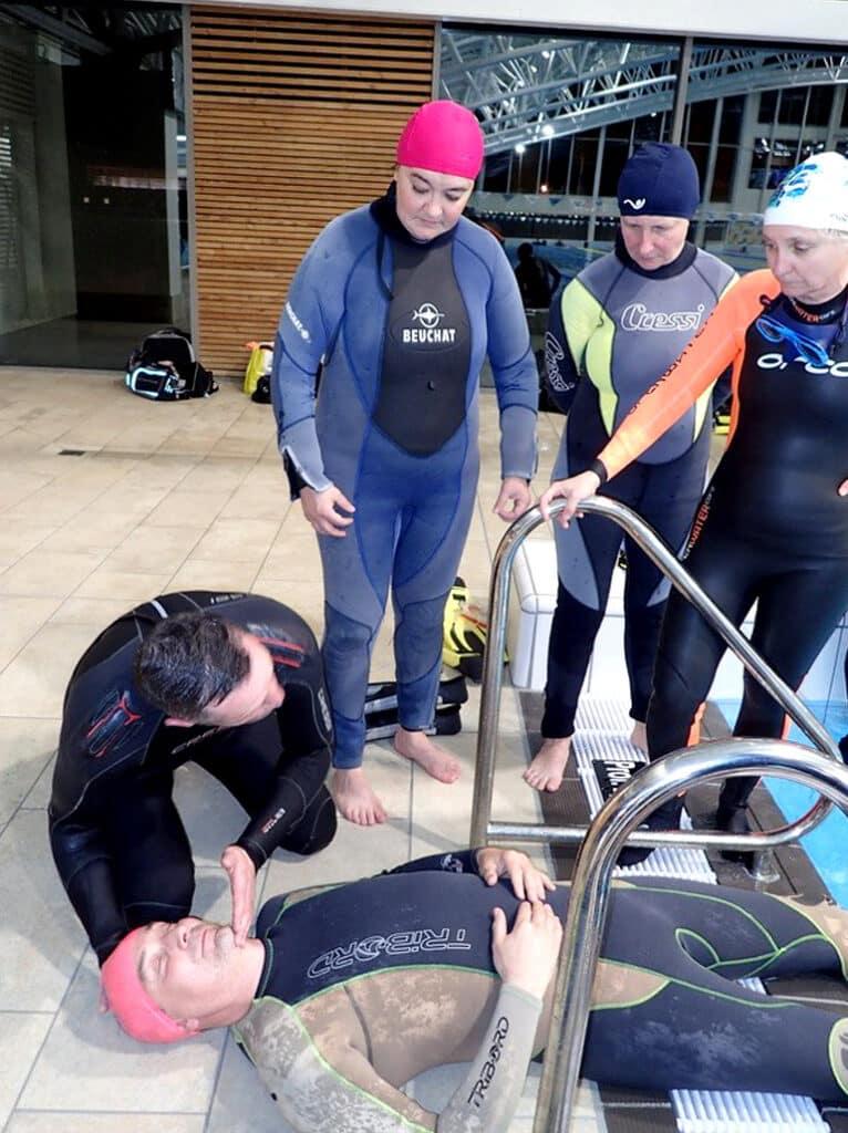 Exercice RIFAP en piscine, premier secours sur un plongeur en détresse - AixPlo février 2020